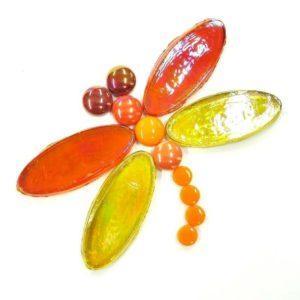 mosaiikkia-puutarhaan-sudenkorento-punakeltainen