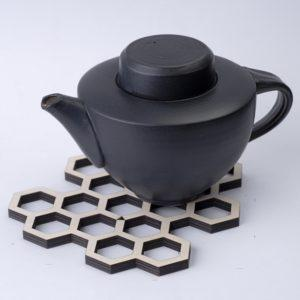 kenno pannunalunen musta teepannun kera. Kotimainen design ja käsityö - Pauliina Rundgren HandiCrafts